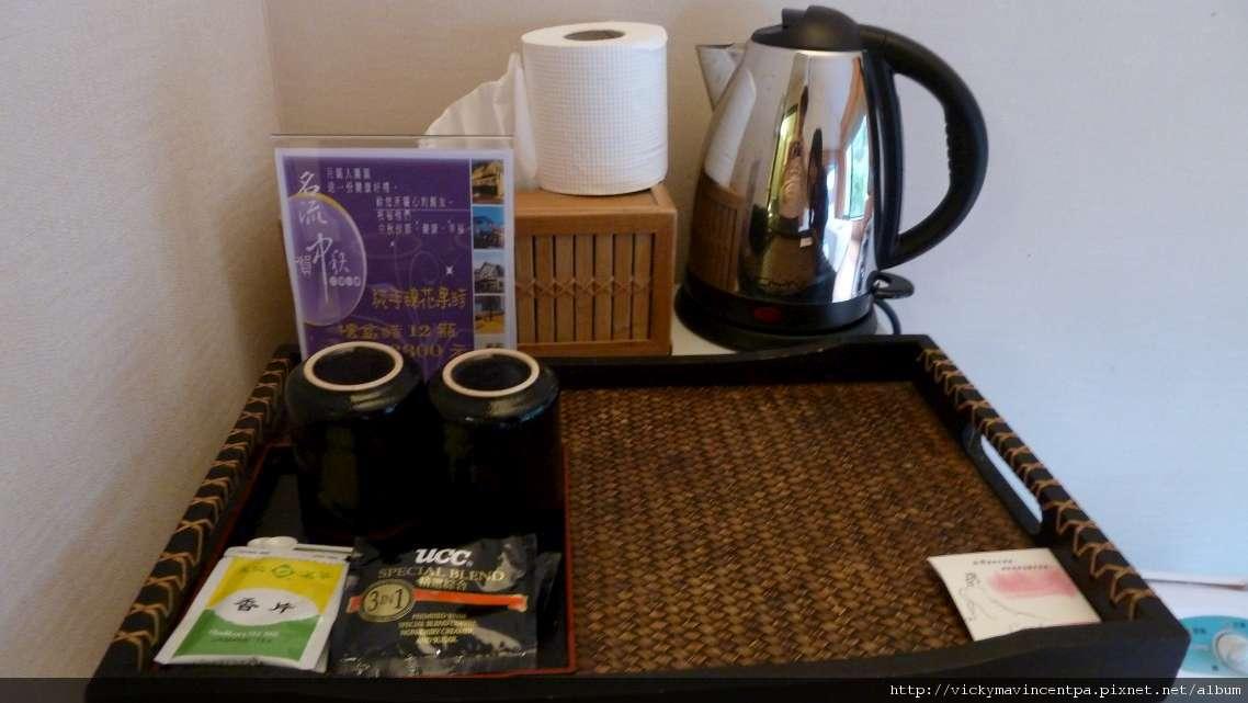 冰箱上免費的茶包&即溶咖啡