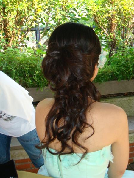 後面頭髮長這樣