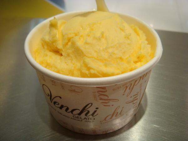 芒果味超濃的 冰淇淋口感又綿密 在心目中打敗了哈根達士躍居第一