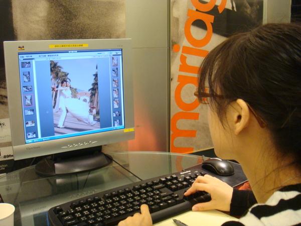 20081101終於來到挑選婚紗照的日子啦~!!