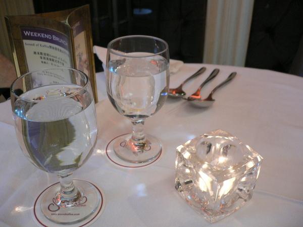 每桌都點了小蠟燭