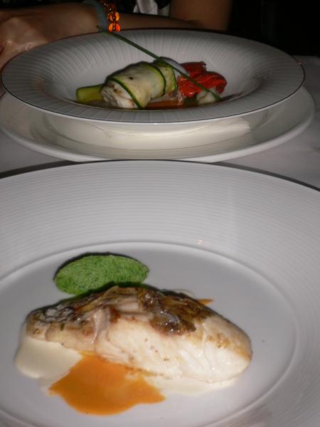 法國料理每道菜都是藝術品哪~!! 漂亮到捨不得吃