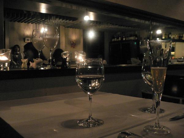 我們預訂晚上的座位 店內佈置的溫馨又有氣氛