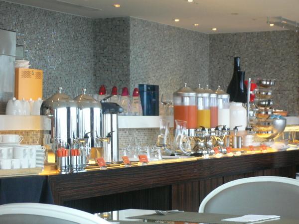 飲料跟水果吧台