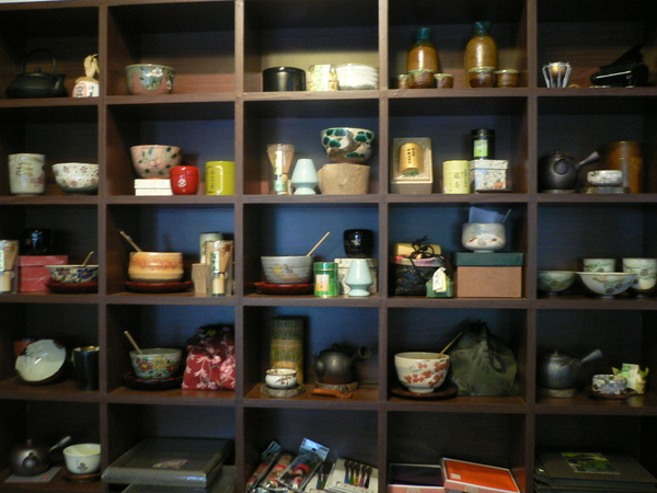 店內擺設~各式的喝抹茶用具