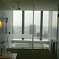 澡堂外可鳥瞰台中市街景