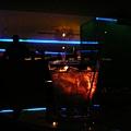 這Bar充滿年輕人與外國人 熱鬧得很~!!