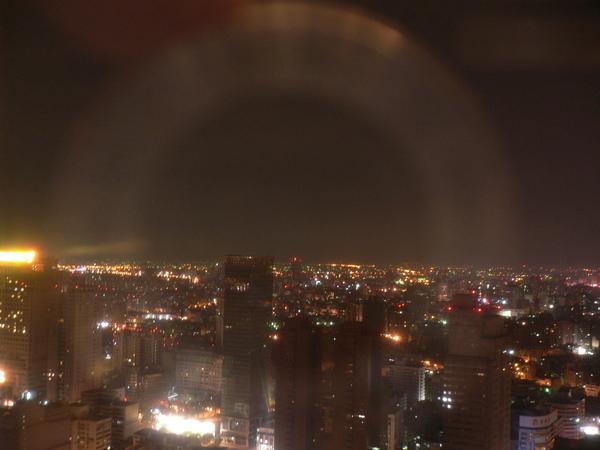 39F窗外的台中市夜景