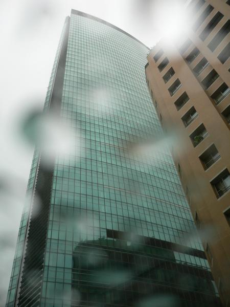 台中亞緻 hotel one 一下台中港交流道就看到矗立在遠方