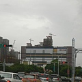 新光三越附近建案猛蓋 而且一棟比一棟高