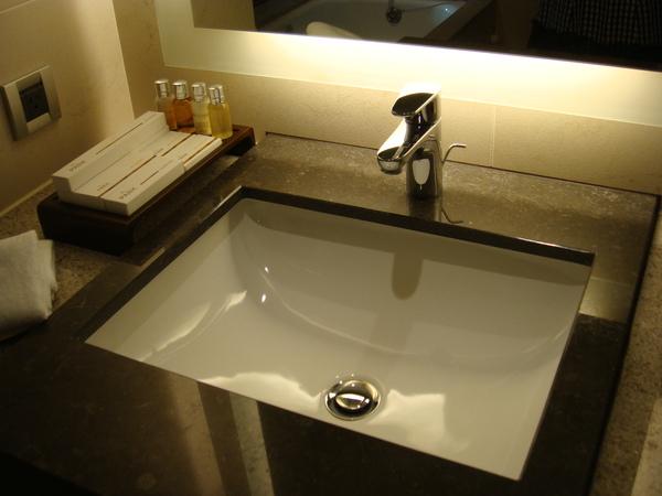 簡潔的洗手台