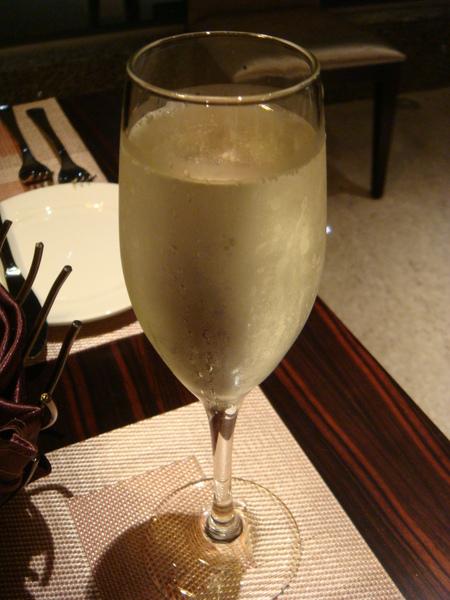 好喝的水蜜桃氣泡酒也是飯店贈送的貼心禮物之一
