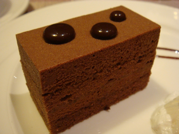 濃郁滑順的巧克力慕斯蛋糕:好吃!