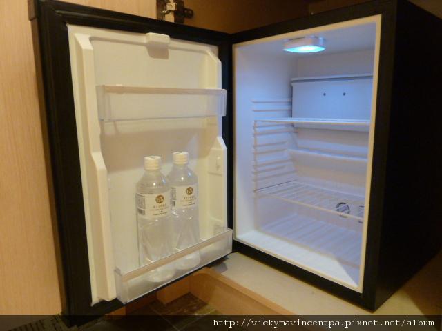 冰箱挺空曠的