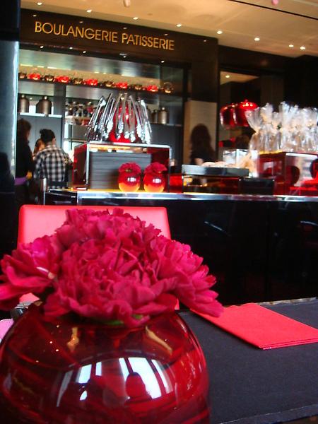 座位上的小紅花