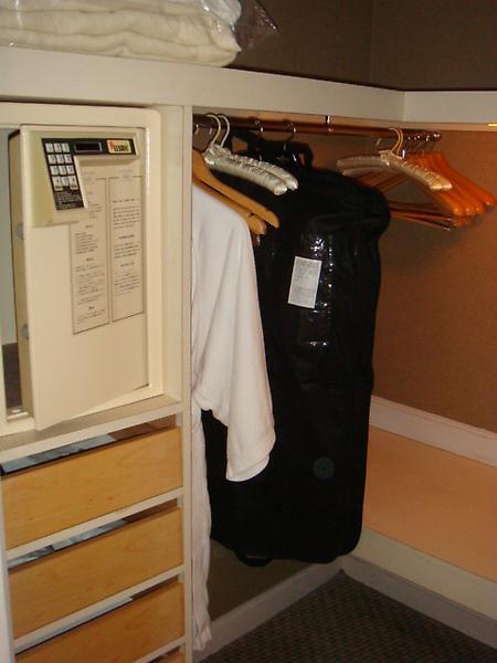 秘室裡的保險箱與更衣室