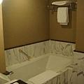 超長的浴缸~整個適合洋人身材