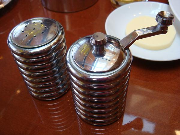 鹽罐 & 自己轉的胡椒罐