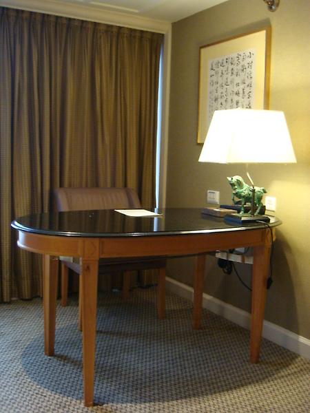 客廳角落的書桌