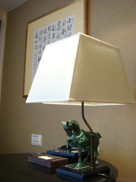 書桌上濃濃中國味的檯燈