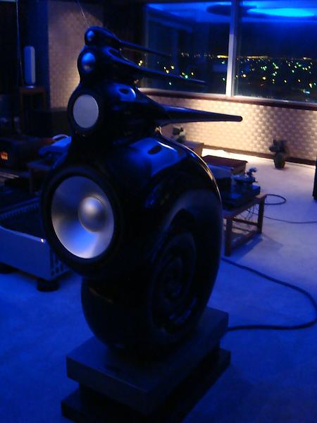 這兩支喇叭真的很讚 感覺像是現場演奏