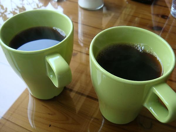 """美式咖啡 拔&麻都喝純的 JK的加了好多糖 @@"""""""