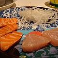 生食區戰利品 還有握壽司沒有拿