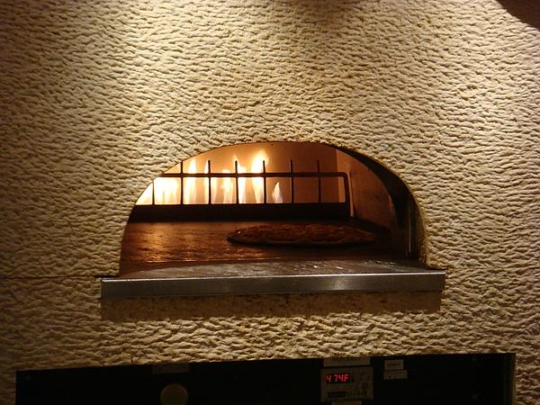 窯烤中的比薩