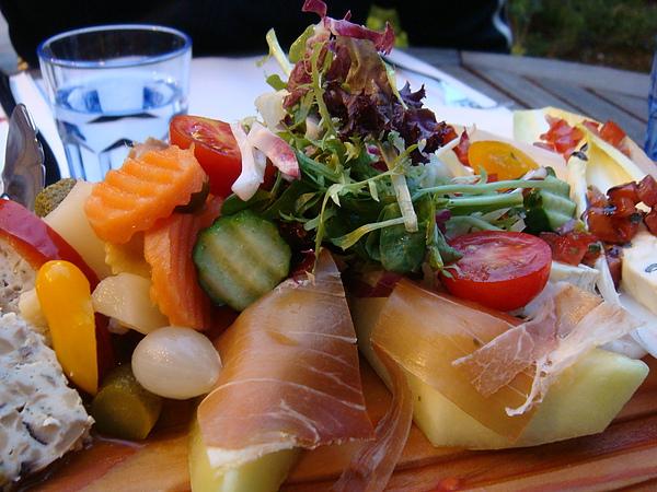 生菜 醃漬菜 還有帕瑪森火腿+香瓜