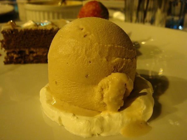 杏仁酒口味冰淇淋很妙