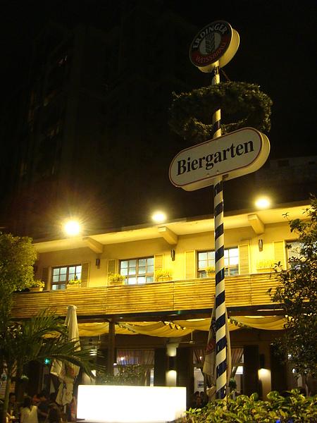 在異國味濃厚的天母,晚上頗有德國酒館的味道