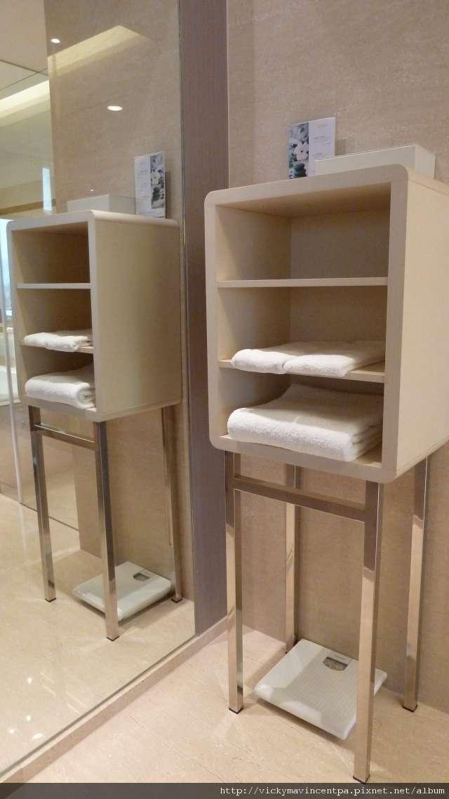 放乾淨毛巾的方櫃