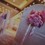 主桌椅子的粉紅花飾