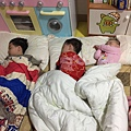 17'5'19【5Y8M28D、3Y4M21D、10M29D】 三兄妹的睡姿