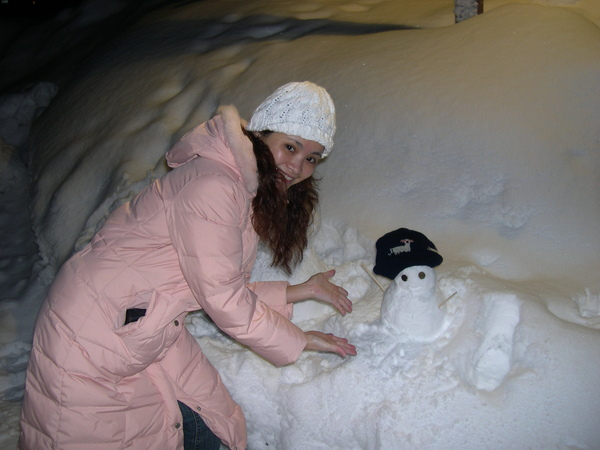 077_小v與奇怪小雪人合照