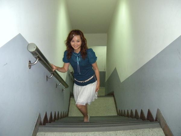 05_小v每天可是爬樓梯不坐電梯喔(雖然只有2樓).jpg