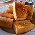 21_熱呼呼的蒜香麵包