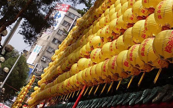 14-龍山寺03_平安燈b.jpg