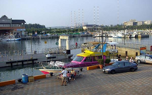 11 浮動船塢和泊船.jpg
