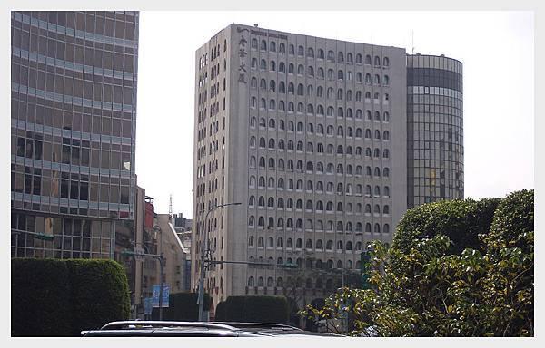 A0029_圓環邊的大廈960x600.jpg
