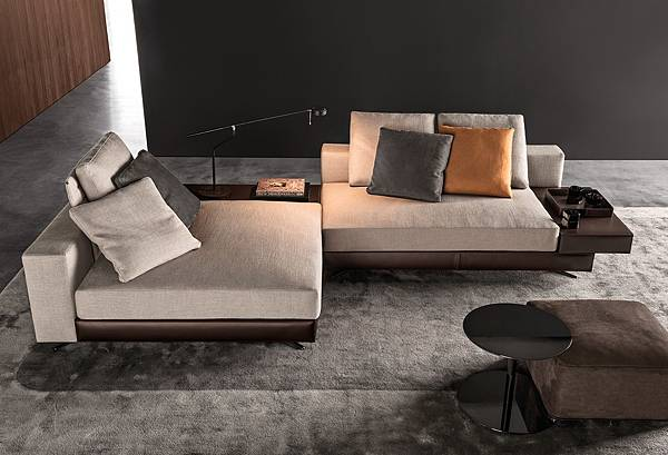 Minotti WHITE sofa (Victoria Worldwide Inc)