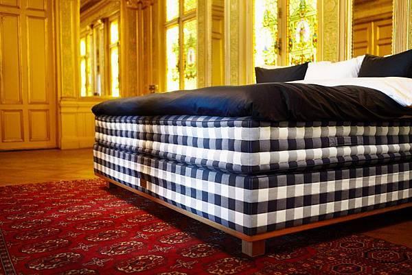 Hästens Vividus bed (Victoria Worldwide Inc)