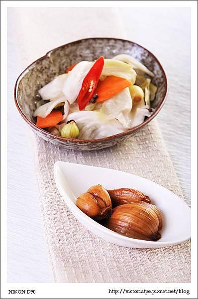 四川泡菜-備圖-公公常做的兩款醃菜-醋蒜與四川泡菜.JPG