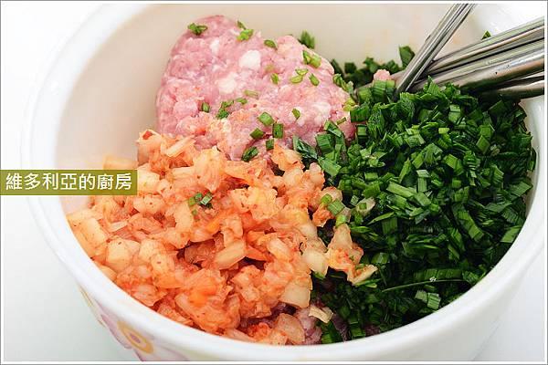 泡菜煎餃-02調餡圖解01.JPG