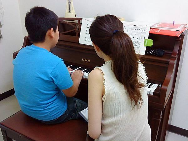 許老師與張小朋友上課 2010 5 7