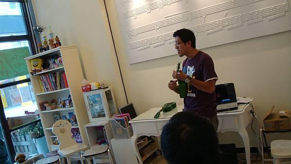 99年ukulele體驗活動 ~維克多音樂提拱