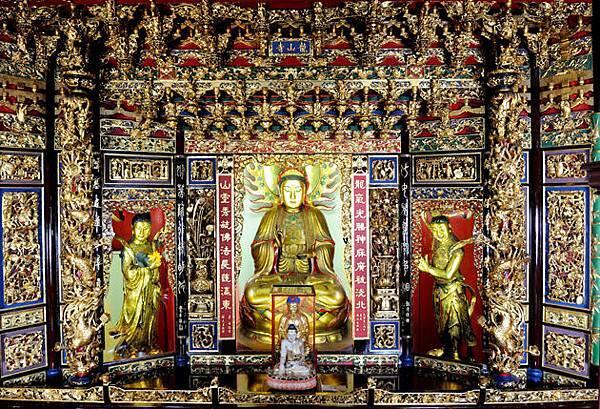 中殿神龕.jpg