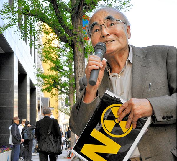 関西電力京都支店前では2012年6月から毎週金曜日に原発反対の集まりが続く。村上敏明さんは全262回に参加している.png
