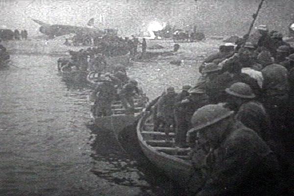 救命艇で脱出するイギリス兵.png