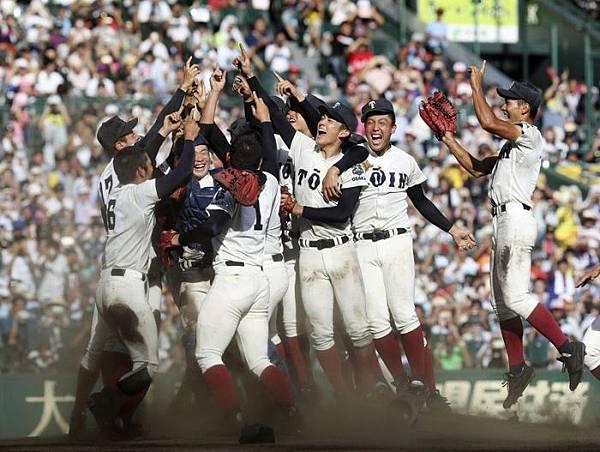 在第一百屆全國高等學校棒球選手權大會奪得冠軍的大阪桐蔭高校.jpg